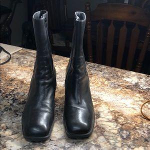 aerology by Aerosoles  81/2 M leather black boots